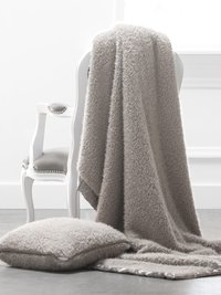 Bella Plush™ Throw
