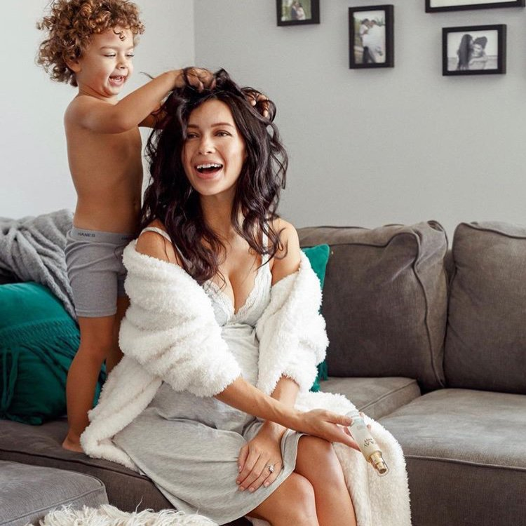 Mama needs LOVE, too! @bethanyciotola gets pampered in our favorite Stretch Chenille Cover Up in Cream.