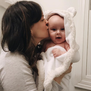 Bathtime kisses - in our Luxe Baby Towel!