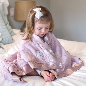 Sittin' pretty with our Luxe Baby Blanket in Dusty Pink! Photo by @styled.by.luxe
