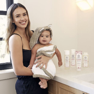 We LOVE seeing @jessicaalba's babe Hayes in our Luxe Baby Towel!