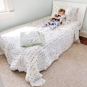 Graduating to a big-kid bed doesn't have to be so scary when you have your Little Giraffe blanket by your side! Our throws are perfect for transitioning your babe from crib to bed!