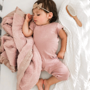 Pretty in pink! Shop our Luxe Baby Blanket in Dusty Pink. Photo by @taliapearson_