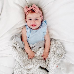 So many reasons to smile, especially with an extra-soft blanket to snuggle with! Happy Friday!