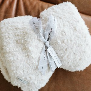 One of our favorite things to come home to. Up close and personal with our Luxe Knit Throw.