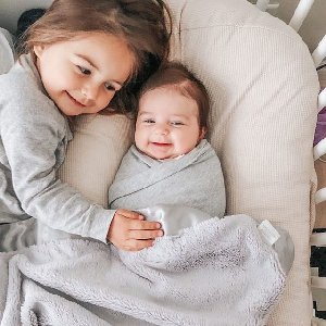 Sister snuggles in silver.  Photo by @elayemama.